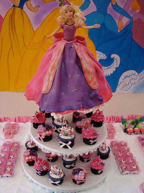 Cupcake Tower Barbie Castelo de Diamante by Vera Madeira - L´art in Dolce, via Flickr
