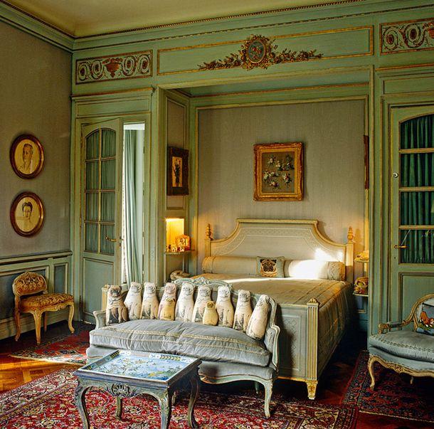 Спальня герцогини  Виндзорской в ее париж- ском доме, декоратор Стефан Буден (1888–1967).