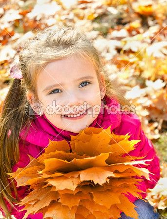 Autumn portrait of cute smiling little girl with maple leaves — Stock Image #33275715
