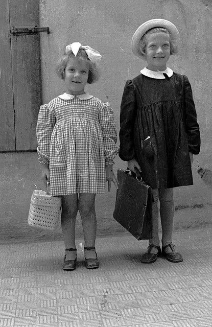Italian Vintage Photographs ~ Primo giorno d'asilo e di scuola by big camera - Oct, 194