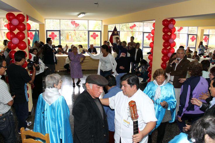 Actividad de Servicio Social llevada a cabo por la Hermandad del Señor de los Milagros de Nazarenas - Albergue Canevaro