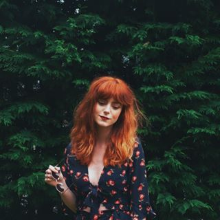 long red wavy hair, 70s inspired hairstyle