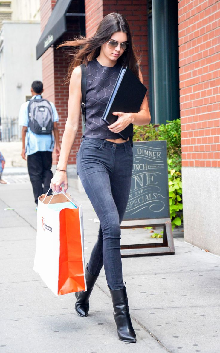 almost-black skinny jeans, a black crop top, and pointy black ankle ...