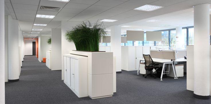 Open space agencé par cléram style design bureau architecture aménagement