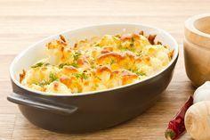 Dit is het perfecte recept van bloemkool met kaassaus gegratineerd in de oven. http://koken.vtm.be/de-perfecte-keuken/recept/bloemkool-met-kaas-in-de-oven