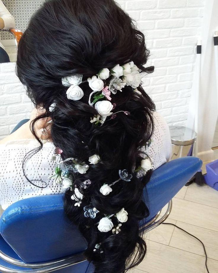 А вы уже определились с прической на вашу свадьбу? Подобрали украшение для волос? #волнынаволосах #выпускницы #выпускнаяприческа #студиялюбовисмирновой #локоны #брюнетка #прическадляневесты #собраннаяприческа #соберемнасвидание #соберунавыпускной #невеста2017 #выпускнаяприческа