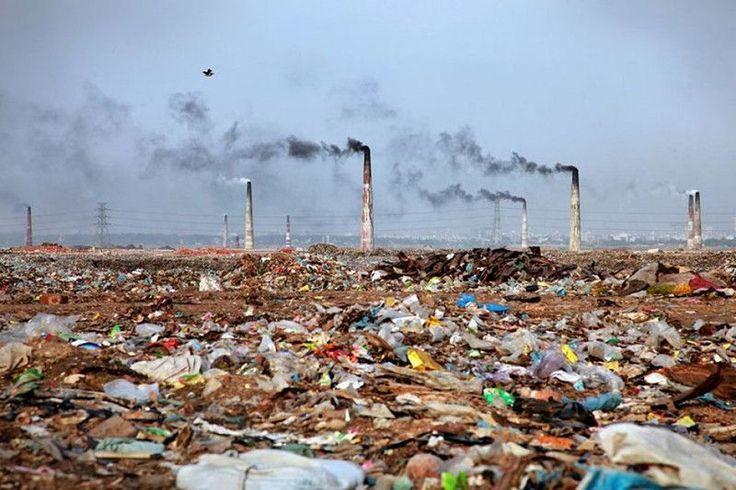 Spalarnia odpadów w Bangladeszu.