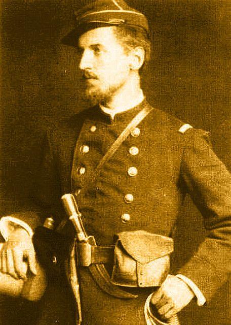 José Herrera Gandarillas, subteniente. Se observa con un corvo en el cinto.Chile - Regimientos de Chile en la Guerra del Pacífico - Wikimedia Commons