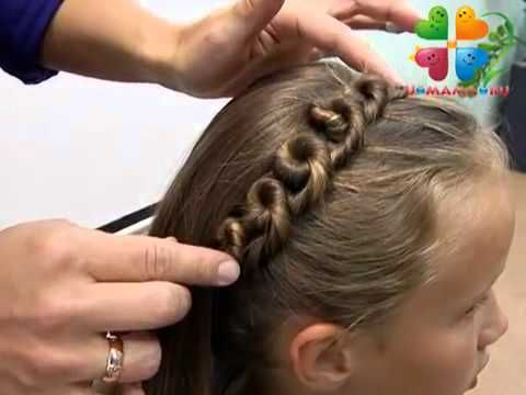 Great tutorial for a crown made right into a hairstyle. Flower girl or bride with crystals maybe? Watch with the sound off unless you understand the forign language. Прическа со жгутами для девочки.mp4