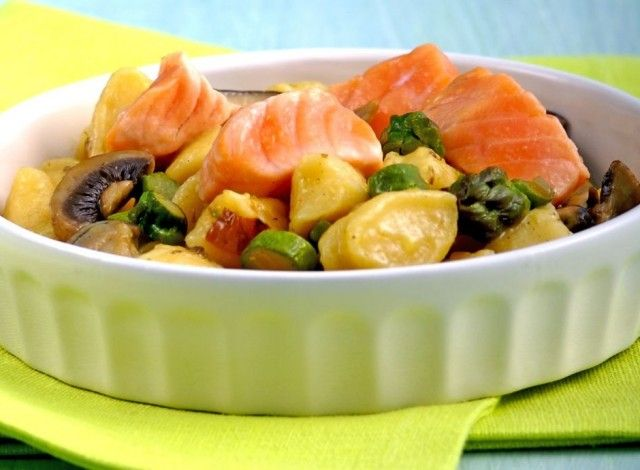 Ricotta Gnocchi with Salmon, Asparagus and Mushrooms: A simple norwegian salmon recipe. The delicacy of ricotta gnocchi marries perfectly with the flavors of land and sea. This rich and complete recipe is perfect for your family lunches and dinners. #Expo2015