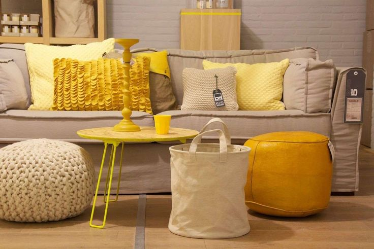 grote gele accessoires woonkamer - Google Search