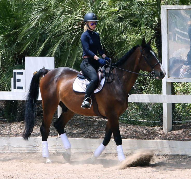 Iggy Azalea enjoy Horseback riding in Los Angeles