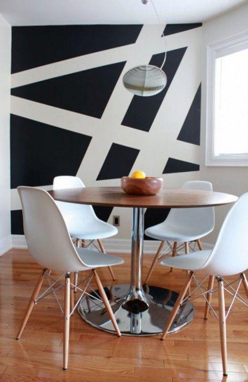 Pintar paredes con figuras geométricas #black #white #table #round #chairs #eames