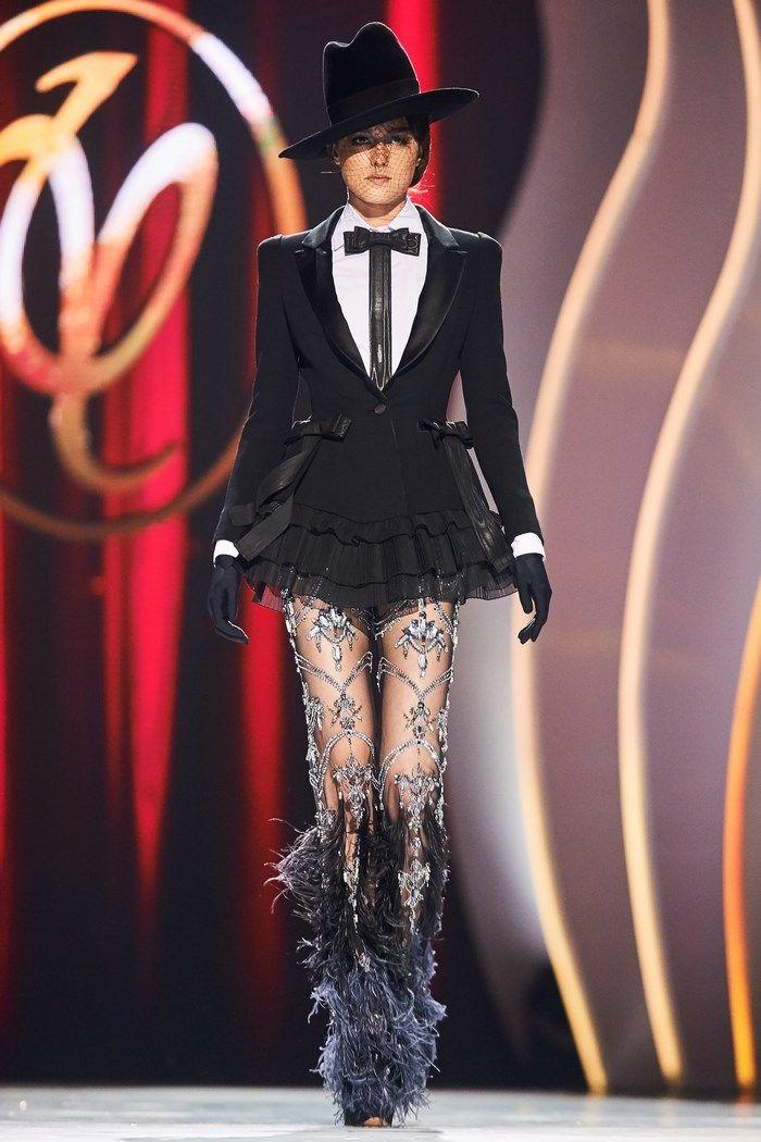 lady-gaga-victorias-secret-valentin-yudashkin-spring-haute-couture-tuxedo-dress-casadei-pumps-pierre-mantoux-socks-4