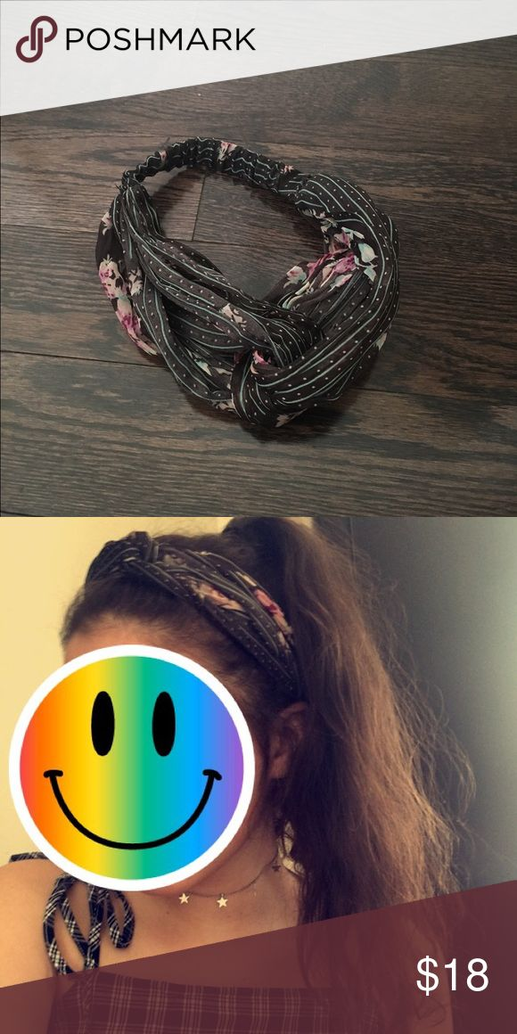 Brandy Melville hair band 50's style, never worn except to take this awkward picture Brandy Melville Accessories Hair Accessories