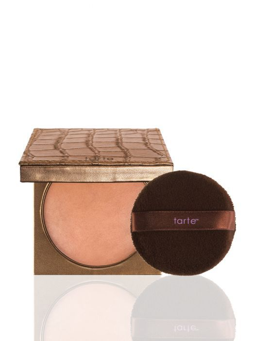 An Amazonian clay and annatto infused waterproof body bronzer with an easy-to-use puff delivers a seamless, streakless application for a naturally radiant glow, while treating your skin with nourishing ingredients.