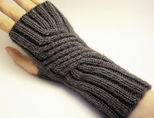 Swirling Gauntlets free knitting pattern for fingerless mitts
