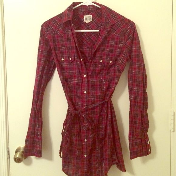 Plaid flannel tunic Ties at waist. Fraying at bottom is part of the style, but has gotten a little messy due to wear. Snap buttons down front. Tie is a little wrinkly. This is a longer top that can be worn with both jeans and leggings! Fits more like a small. Converse Tops Tunics