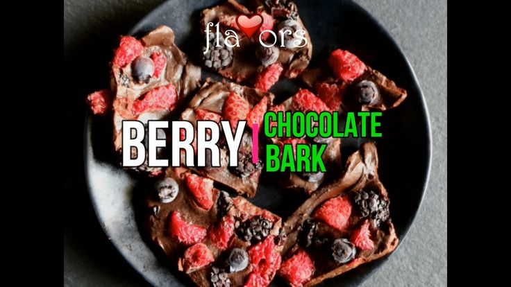 CHOCOLATE BARK WITH BERRIES Who doesn't like a chocolate treat ?  With this homemade chocolate you can indulge without any refined sugars or other additives. Chocolate bark is so quick and easy to make – and the kids love it ! This recipe uses fresh berries to give that extra delicious flavour to the chocolate. Super yummy ! Tag a friend you know would enjoy this !