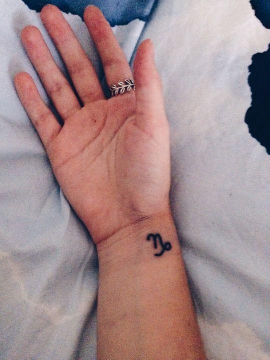 39 exemples de tatouage du signe du capricorne - 13                                                                                                                                                                                 Plus