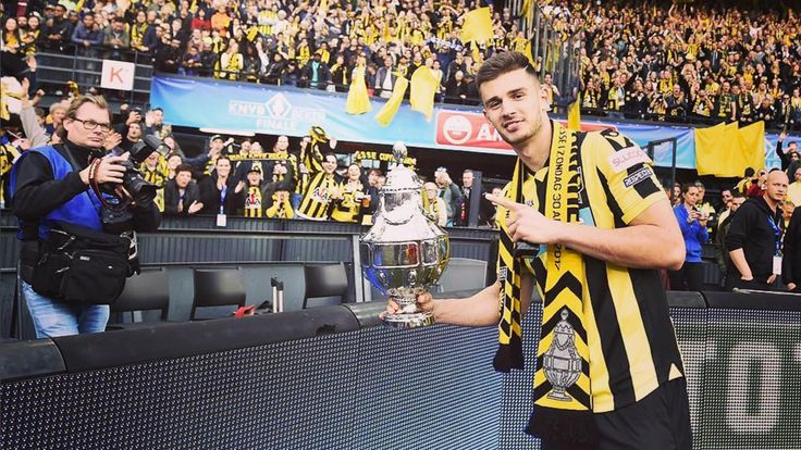 The Blues loanee got support from Stamford Bridge after his Dutch Cup glory at the weekend.   Chelsea loanee Matt Miazga is delighted to ...