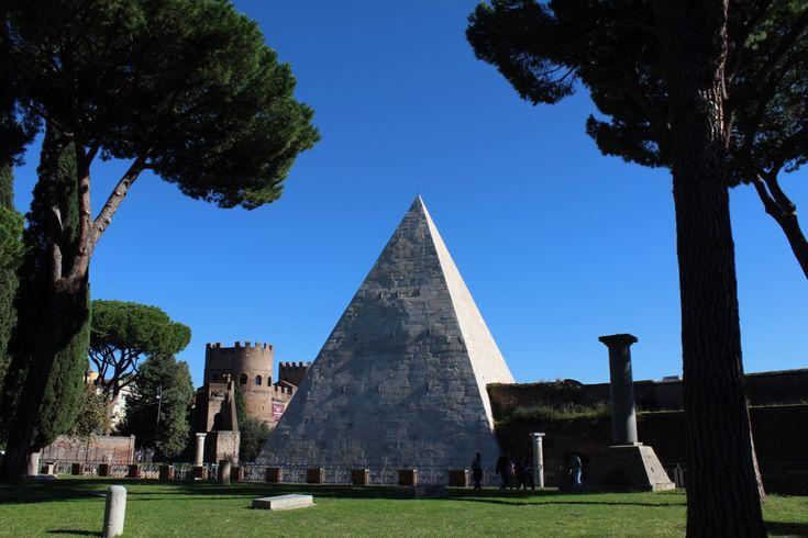 Piramide Cestia: un pò di Egitto nel cuore di Roma wanderlustblog.link/PiramideCestia