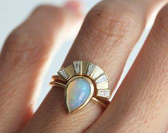 Baguette Diamond ring, 5 Diamond Ring, Curved Baguette Diamond Band, Diamond Crown Ring, Five Diamond Ring, Unique Diamond Band, Modern Ring