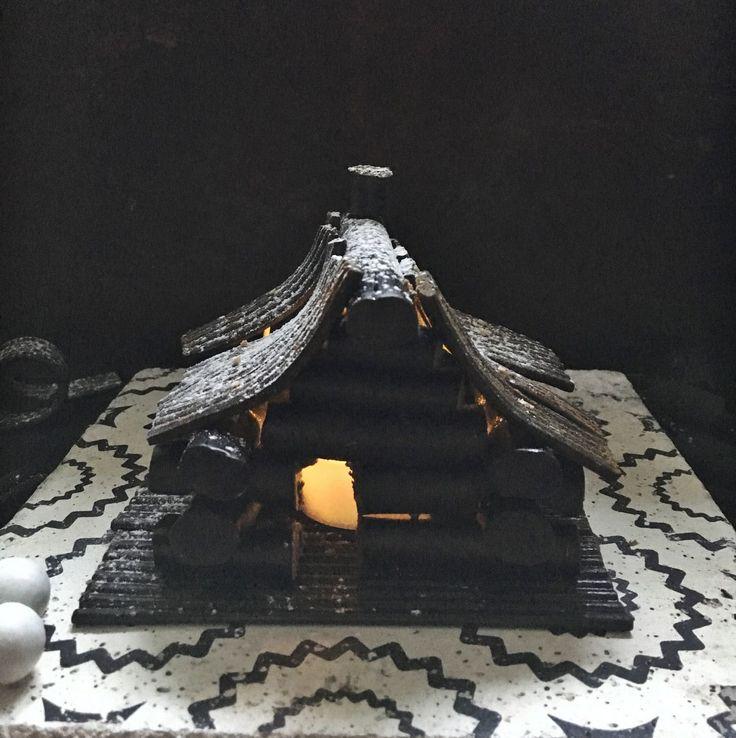 Lakufriikin vaihtoehto piparkakkutalolle on lakupötköistähirsitalon tyyliin nikkaroitu savusauna. Kiukaana toimii led-kynttilä, joka mahtuu juuri...