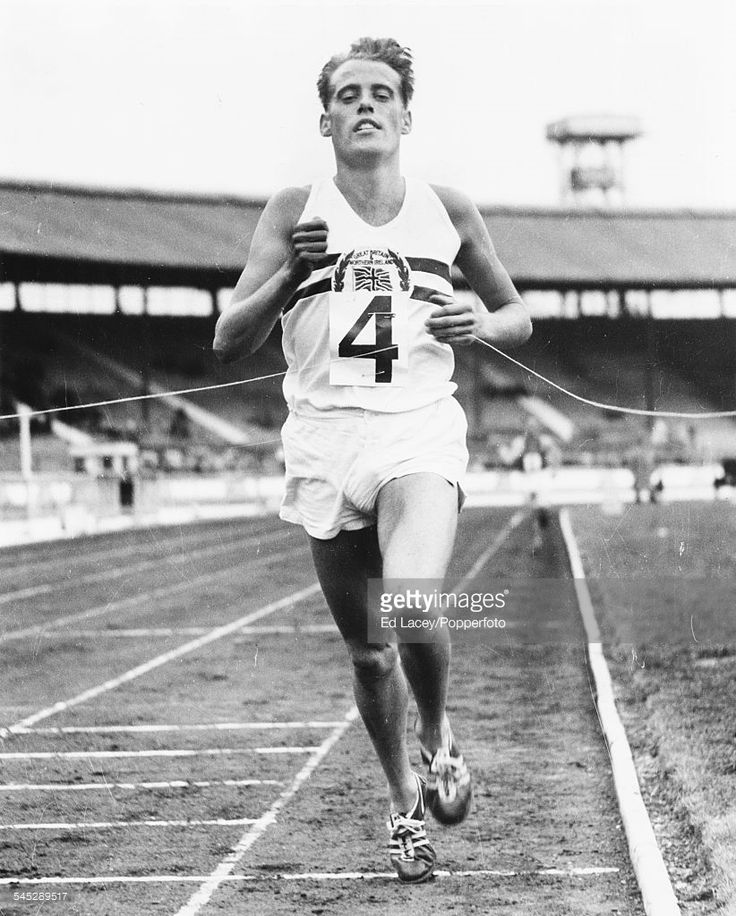 british-olympic-runner-derek-ibbotson-wins-his-race-at-a-great-picture-id545289517 (822×1024)