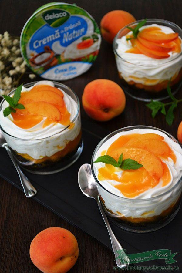 Cheesecake cu caise la pahar. Desert rapid cu caise la pahar. Cum pregatim un desert rapid cu fructe la pahar. Cheesecake cu caise la pahar reteta rapida.