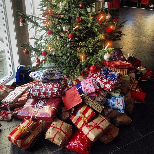 Instagram photo by @hildestangvik (Hilde Gulløy Stangvik) #xmas #gifts #tree