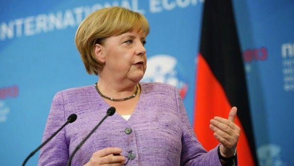"""ΤΟ ΚΟΥΤΣΑΒΑΚΙ: Μέρκελ: Η Γερμανία σέβεται την επιλογή του λαού τη... Ο νέος πρωθυπουργός της  Ελλάδας Αλέξης Τσίπρας είπε ότι θα επιδιώξει την ακύρωση των εκατοντάδων δισεκατομμυρίων ευρώ σε δάνεια προς την """"τρόικα"""" (ΕΕ, ΕΚΤ και ΔΝΤ). Η κατάσταση έχει γίνει το καυτό θέμα της συζήτησης σχετικά με τις δημόσιες ενημερώσεις στη Γερμανία."""