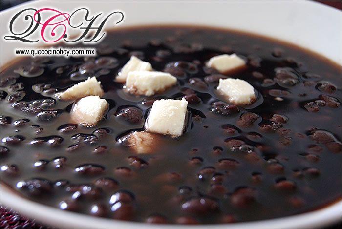 Frijoles negros cocidos. ¿Como cocinarlos en una olla express?