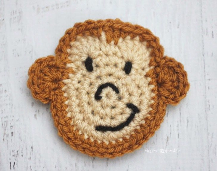 Here is Day 13 of my26 Days of Crochet Animal Alphabet Appliques! M is for Monkey I'm bananas over this silly, smiling monkey! I think he looks a little like Curious-George and could even be more like the cartoon character if you added bigger eyes and a full smile. Crochet 5 of these and you …