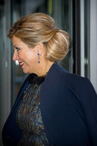 Dutch Queen Máxima, wore her hair in a loose chignon for the event and a pair of silver drop earrings as she attends at the Prince Bernhard Cultuurfonds Awards.