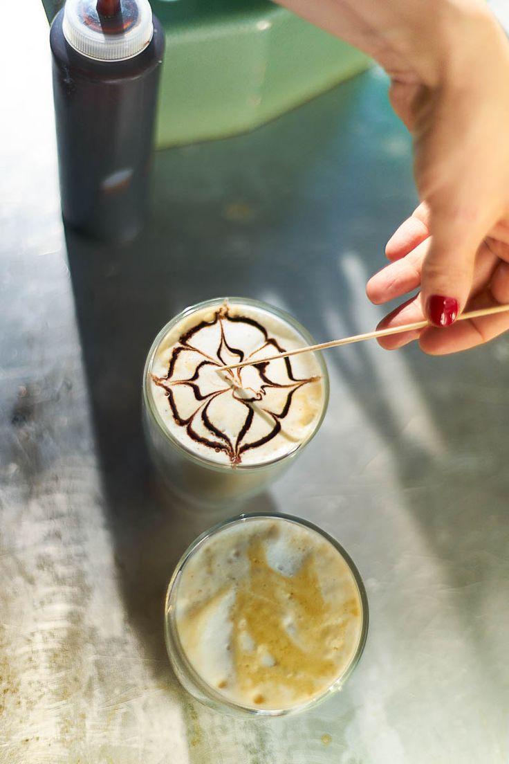 Za kávu s latte art jsme ochotni víc zaplatit. Vyrobte si ji i vy