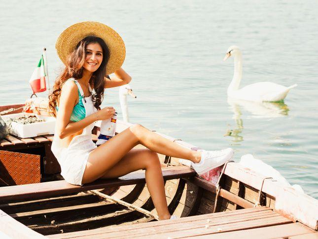 Письма к Джульетте: Равшана Куркова в пляжной фотосессии