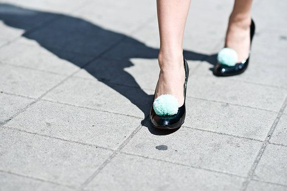 handmade shoe clips with mint pompoms pom pom pompon by bimabejbe, €14.00