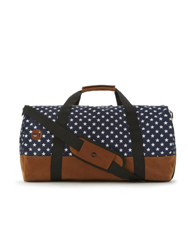 Love this starry duffel bag.