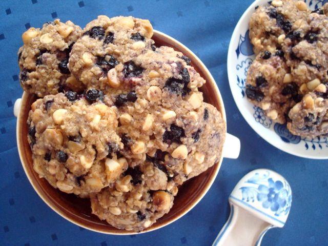 Borůvkové cookies s makadamovými ořechy a bílou čokoládou | Blueberry, Macadamia and White Chocolate Chips Cookies - www.vune-vanilky.cz