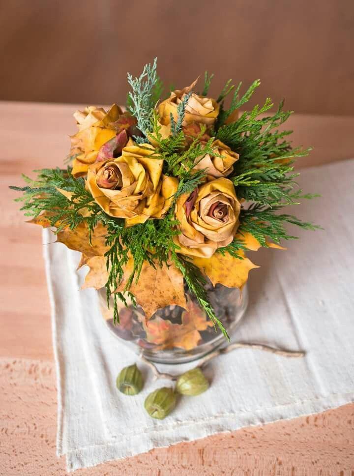 Autumn leaves roses bouquet