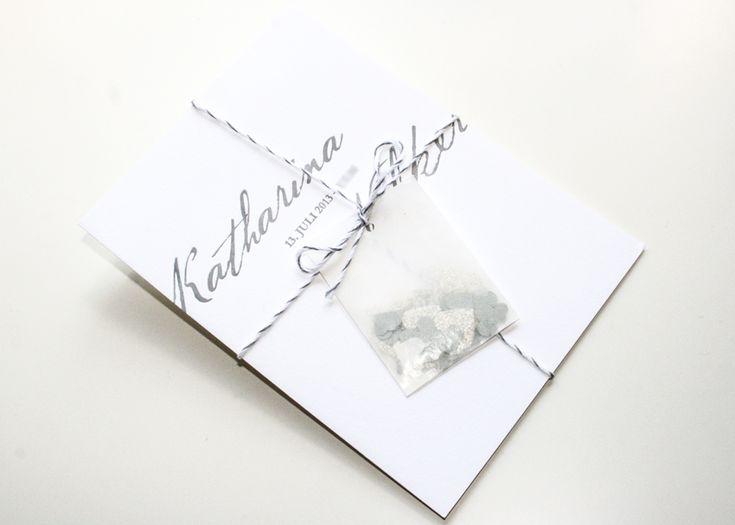 Stilvolle Letterpress Einladung, Grau/Anthrazit, Weiss, Mit Band Und Herzen