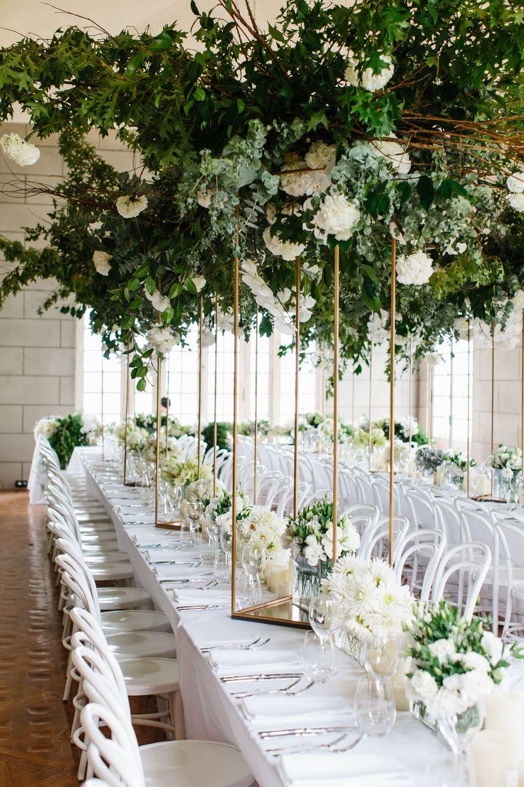 Изящные конструкции в оформлении свадебных столов, модные тенденции лета 2017