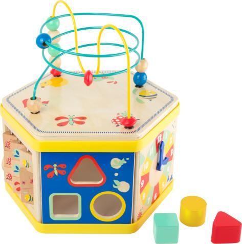 Actieve kubus Movere heeft een grote aantrekkingskracht als gevolg van het gebruik van veel hout, zijn instinctiveness, en een hoge waarde speelkwartier. Eekhoorn, egel & Co. Versier deze grote allrounder uit stabiel hout. Verschillende play oppervlakken bieden een gevarieerde speeltijd ervaring. Deze unieke motoriek speelgoed treinen fijne en grove motoriek. Het deksel is afneembaar en vermindert de hoogte van het speelgoed helft door simpelweg op te draaien. Dit maakt het gemakkelijk o