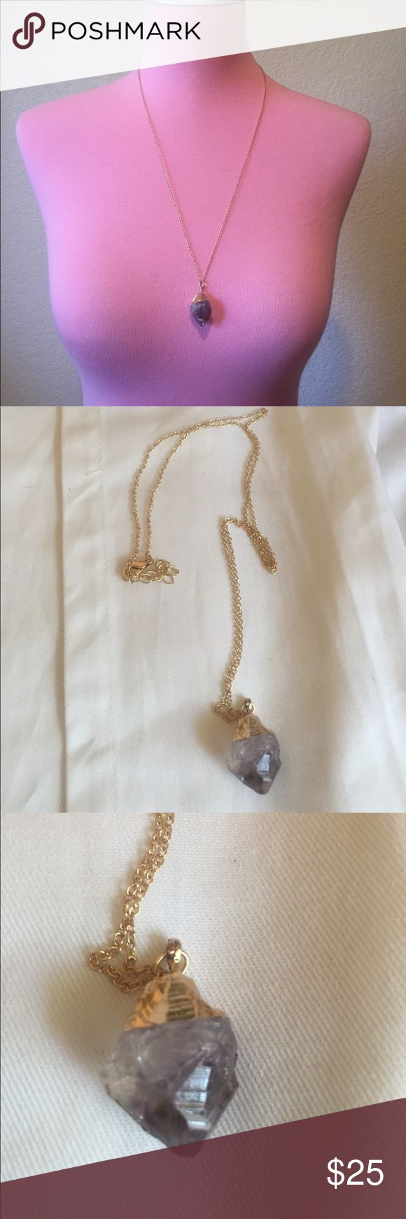 🌟 New list! 🌟 Beautiful purple quartz necklace This necklace goes great with any outfit and is a fun piece of statement jewelry. Jewelry Necklaces