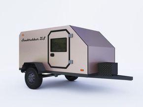 Внедорожный прицеп-кемпер Sandtrekker XS относится к категории мини-караванов «капля» из-за расположения спального места и кухонного отсека. Он настолько компактный, что его можно буксировать даже легковой машиной. ...