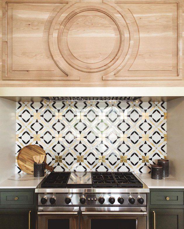 marble tile modern kitchen backsplash