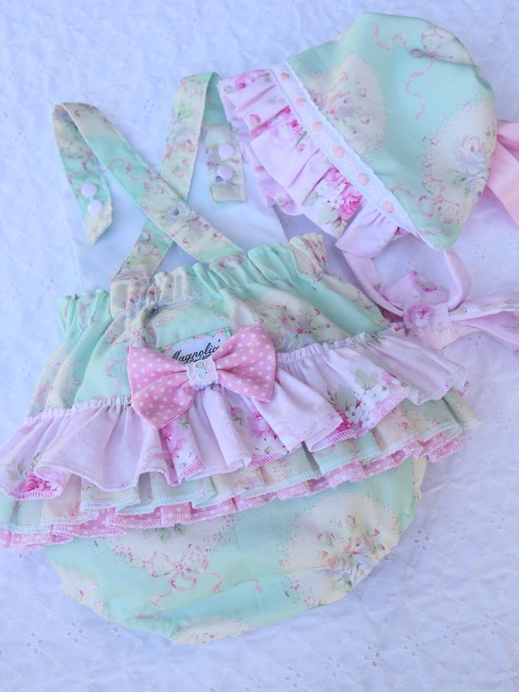 Made with imitation rococo and sweet fabric. Fully lined and with a crossover over back and sweet little bow.Custom order available from 0-3 months to 18-24 months, please allow 2-3 weeks for completion :) Please let me know what size you are after you have cheek out or I will send you an email