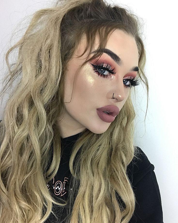 Swipe all the way across ✌️ makeup details - @maccosmetics velvet teddy @anastasiabeverlyhills summer glowkit @hudabeauty Deseret dusk eyeshadows @lillylashes Miami lashes