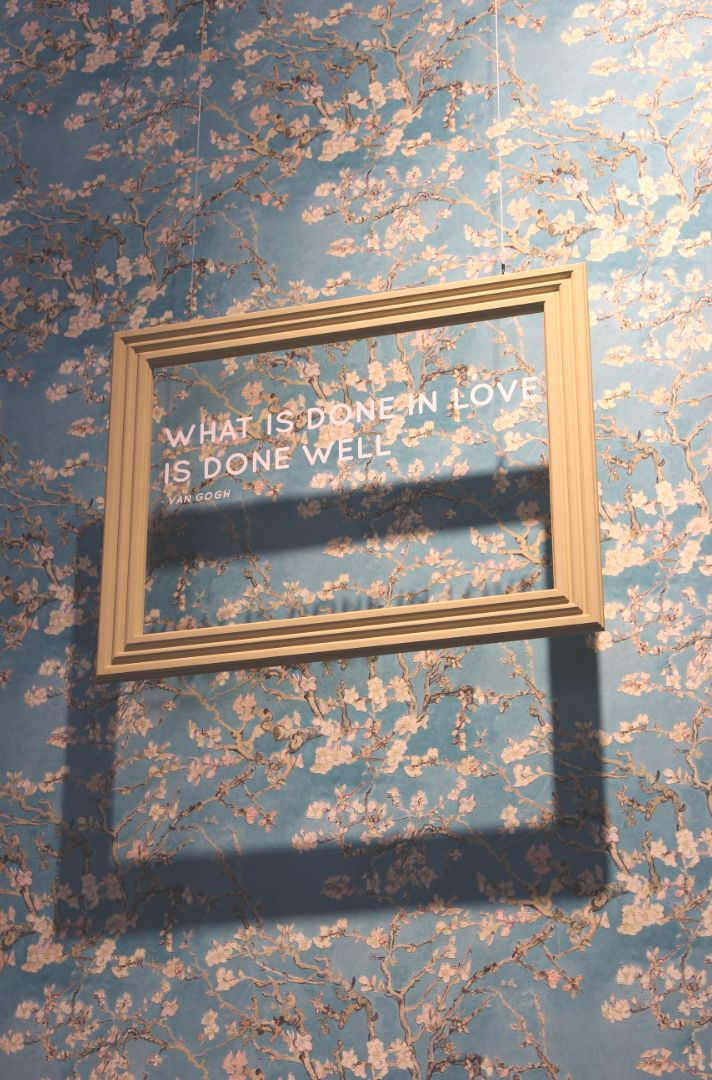 Behang Amandelbloesem / Wallpaper Almond Blossom collection Van Gogh – BN Wallco…